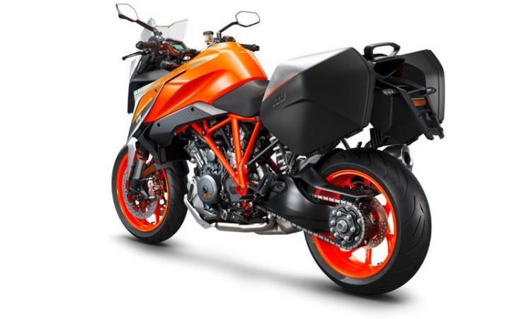 207502_KTM 1290 SUPER DUKE GT left rear MY 2018