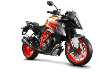 207511_KTM 1290 SUPER DUKE GT right front MY 2018