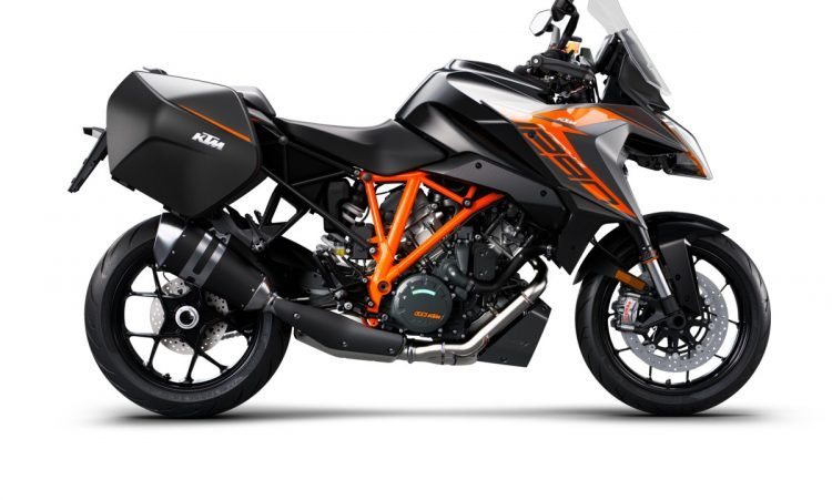 247034_1290 SuperDuke GT MY19 Black CASE 90-right