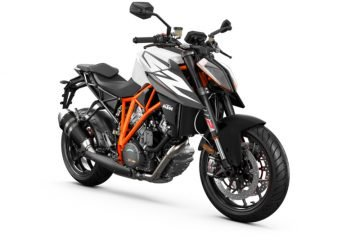 245755_1290 SuperDuke R MY19 Black-White Front-Right