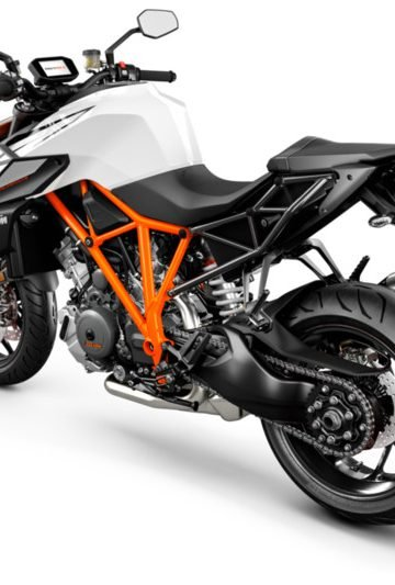 245756_1290 SuperDuke R MY19 Black-White Rear-Left