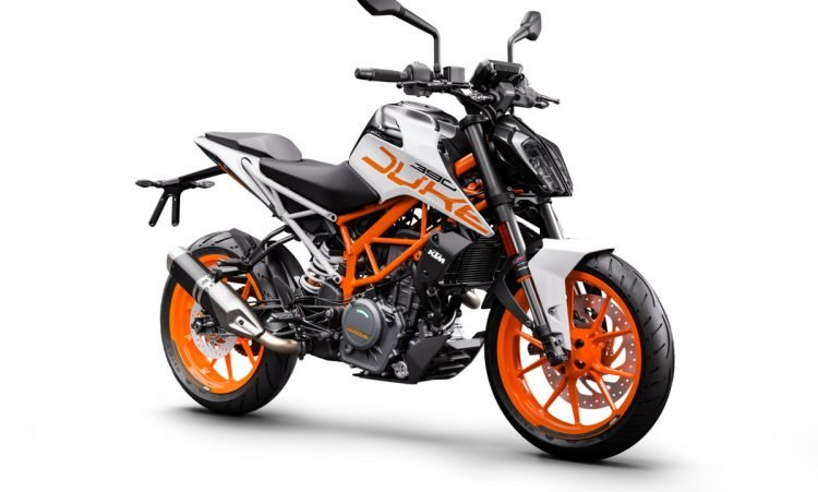 170592_KTM 390 DUKE ABS Front Right MY 2017 (2)
